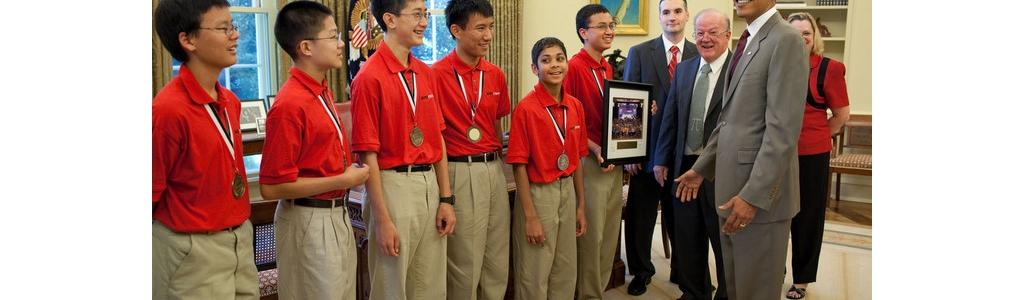 美国初中数学竞赛团体冠军28日蒙奥巴马总统接见··我第一眼以为是接见中国国家队